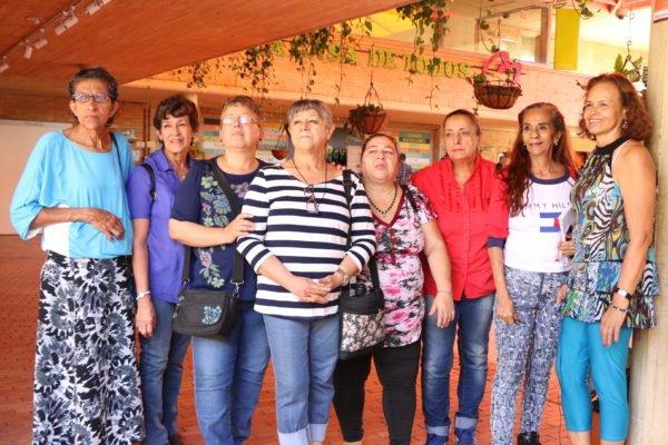 Ellas son algunas de las mujeres que conforman el nodo de artesanas de la Red Cultural de la Comuna 4